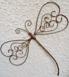 Deco Shop C: Dragonflies to hang Wire Crafts, Metal Crafts, Wire Hanger Crafts, Wire Wrapped Jewelry, Wire Jewelry, Jewellery, Barbed Wire Art, Dragonfly Art, Welding Art