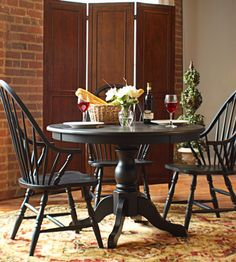 Round Pedestal Dining Table in Interior Designs Round Pedestal Dining Table, Dining Table Design, Dining Table In Kitchen, Dining Rooms, Round Tables, Chinoiserie, Windsor, Diy Kitchen Shelves, Kitchen Ideas