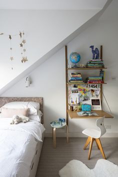 Small bedroom storage ideas - 14 space-saving ideas to clear that bedroom clutter | Livingetc Small Bedroom Storage, Small Bedrooms, Built In Bed, Room London, Timber Cladding, Common Room, Visual Comfort, Clever Design, Interior Design Studio