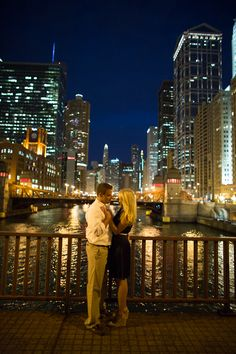 Chicago River Skyline Photos are the best! Chicago Engagement Photos, Chicago Photos, Engagement Pictures, Engagement Shoots, Wedding Engagement, Engagement Ideas, Couple Photography, Engagement Photography, Save The Date Photos