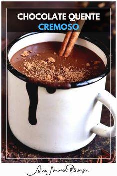 Para aquecer no inverno, uma receita deliciosa de chocolate quente bem cremoso. Chocolate Cafe, I Love Chocolate, Hot Chocolate Recipes, Dessert Drinks, Dessert Recipes, Desserts, Chocolates, Salsa Dulce, Confort Food