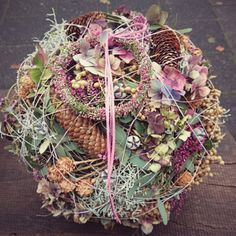 beautiful modern grave decoration – All Saints' Day – ball – funeral floristry –… – Flowers Desing Ideas Grave Decorations, Christmas Decorations, Flower Arrangements Simple, All Saints Day, Simple Wallpapers, Funeral Flowers, Flower Quotes, Grapevine Wreath, Floral Wreath