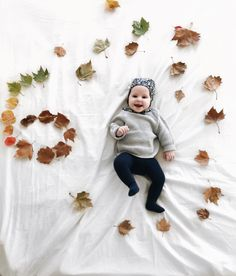 Monthly picture ideas, fall monthly pictures, baby girl style, baby girl clothes, bonnets, 6 month update, 6 month photo cute babies, motherhood blog, lifestyle blog