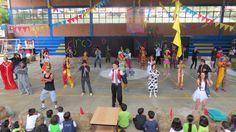 Presentación del grado 11° durante la celebracion del Décimo Octavo aniversario del colegio.