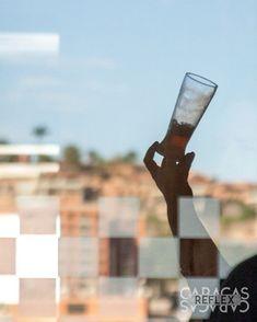 Nos damos un tiempo para compatir con los amigos hoy es noche de conversa con unas buenas cervezas y quien quita si probar una nueva. . . . #ccs #fotografia #socialmedia #rrss #redessociales #fotoparacontenidos #fotografiasocialmedia #fotografiacomercial #fotografiadealimentos #fotografiagastronomica #caracas #caracasreflex #venezuela #viernes #cerveza #birra