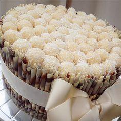 Torta de Chocolate Blossom (rolinhos de chocolate belga Callebaut) com massa…