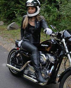 Sport bikes aren't only for dudes Lady Biker, Biker Girl, Ducati Monster, Motard Sexy, Cafe Racer Girl, Biker Chick, Classic Bikes, Harley Davidson Bikes, Biker Style