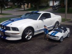 Love the mustang. And the lil mini is too cute Porsche Cars, Bmw Cars, Combattre Le Stress, Kids Ride On, Car Ford, Bugatti Veyron, Concept Cars, Motor Car, Cars Motorcycles
