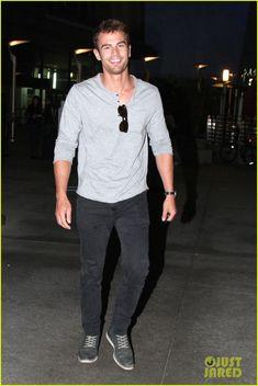 Theo James Talks 'Divergent' Stunt Work & Stitches Incident! | theo james talks sexy divergent characters masculinity 01 - Photo