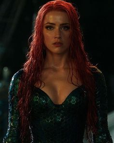 Look at her ! Look at her ! She is a GODDESS and she knows it 😍😍😍🙌🏻🙌🏻💪🏻💪🏻💪🏻 . Aquaman, Hollywood Actresses, Actors & Actresses, Mera Dc Comics, Amber Heard Photos, Amber Heard Hair, Super Heroine, Arthur Curry, Femmes Les Plus Sexy