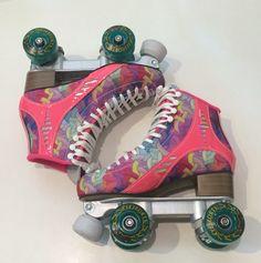 Patins de rua Igual da camila guerra vai lá conhecer o canal dela o nome é CAMILA GUERRA😍😍😍 Roller Skate Cake, Roller Skate Wheels, Quad Roller Skates, Roller Derby, Roller Skating, Glow Shoes, Skate Photos, Skate Party, Athletic Fashion