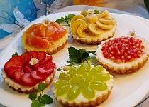 Ovocné a čokoládové mini koláčky Coffee Break, Bruschetta, Afternoon Tea, Tea Time, Muffins, Cheesecake, Cupcakes, Sweets, Breakfast