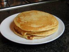 Fiz hoje e simplesmente amei... elas ficam fofinhas como fritadas    Ingredientes:  3 ovos  5 colheres de água de água  2 colheres de quei...