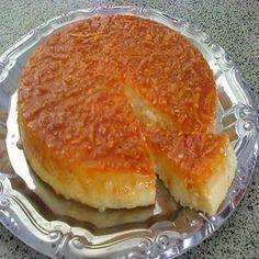 Ingredientes: 200g de açúcar para caramelizar a forma4 ovos 3 xícaras de leite 1 colher (sopa) de manteiga sem sal 2 xícaras de açúcar 2 colheres (sopa) de coco ralado 2 colheres (sopa) de queijo Parmesão ralado 2 xícaras de mandioca ralada grosso Modo de Preparo: Pré-aqueça o forno a 180˚C. Ferva água para…