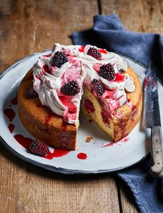 Blackberry and yogurt cake Make blackberries the star of this pretty cake with fresh fruit baked into the sponge and a vibrant coulis drizzled over freshly whipped cream Cake Recipes, Dessert Recipes, Bhg Recipes, Baking Desserts, Recipies, Fresh Fruit Cake, Fruit Cakes, Springform Cake Tin, Muffins