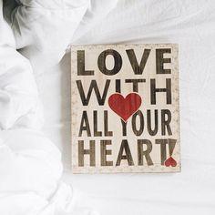 ❤️ • Acabei de voltar do bazar da @lojasantacomposicao cheia de plaquinhas e coisinhas fofas  (essa é uma delas). O bazar termina 18h e a loja fica na esquina da Rua Via Vêneto, 1421 (Santa Felicidade) ✨ #love #amor #lovewithallyourheart #vsco #vscocam | Mais informações no meu snap  serendipitymel