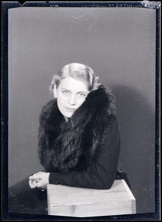Lee Miller dans Le manteau de fourrure n ° 4, 1930 - Man Ray