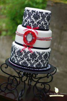 Damask wedding cake. All The Kings Horses