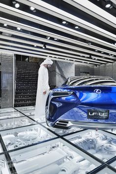 Intersect by lexus - dubai wonderwall projects to try in 2019 дизайн магази Exhibition Booth, Exhibition Space, Garage Design, Shop Front Design, Plafond Design, Garage Interior, Showroom Design, Glass Floor, Wonderwall