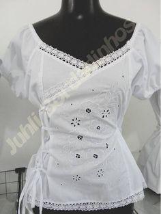 Bata de manga curta com viés lateral bordada em rechilie na frente. Tamanhos disponíveis: P, M, G e GG. Cores: somente branca. Composição do tecido: 97% algodão e 3% elastano R$ 65,00