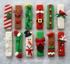 In this DIY tutorial, we will show you how to make Christmas decorations for your home. The video consists of 23 Christmas craft ideas. Fancy Cookies, Iced Cookies, Royal Icing Cookies, Cupcake Cookies, Stick Christmas Tree, Christmas Candy, Christmas Treats, Christmas Baking, Christmas Biscuits