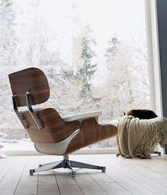 Design-tuoli ja upea näkymä.