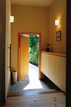 "Entryway: ""玄関"" (genkan) Minimalist House Design, Minimalist Home, Exterior Design, Interior And Exterior, Muji Home, Small Entryways, Hall Design, Entrance Gates, Japanese House"