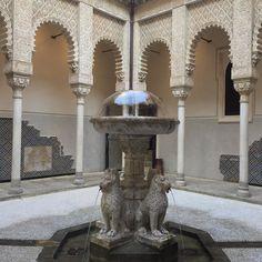 Cosa voleva imitare il Mattei/Venturoli? L'Alhambra? #rocchettamattei #riola #bologna #ig_bologna #mattei #cesaremattei #rocchetta #castle #visitare #turismoer by travelmooditaly