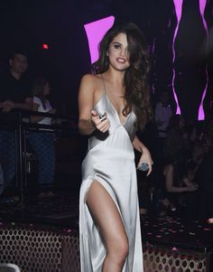I WANT THIS DRESS AND TO B SELENA SO FREAKING BAD