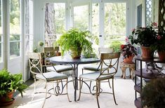 Browse pictures of sunroom layouts as well as design. Discover ideas for your 4 periods area addition, including motivation for sunroom decorating and also formats. Outdoor Spaces, Outdoor Living, Outdoor Decor, Indoor Outdoor, Fresco, Sunroom Decorating, Decorating Ideas, Sunroom Ideas, Lanai Ideas
