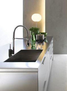 El grifo me gusta. Cocina moderna / laminada / oculta / con puertas retráctiles - TIVALI by Dante Bonuccelli - Dada