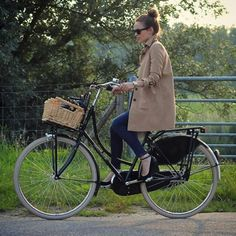 Cycle Chic #cyclechic #bike #bicicleta #streetchic #streetstyle #fashion #look #looks #moda #style