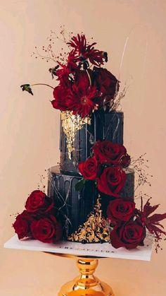 Pretty Wedding Cakes, Pretty Birthday Cakes, Black Wedding Cakes, Floral Wedding Cakes, Floral Cake, Wedding Cake Designs, Cake Wedding, Gold Wedding, Purple Wedding