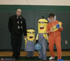 Family themed Halloween costumes: 'Despicable Me' :)