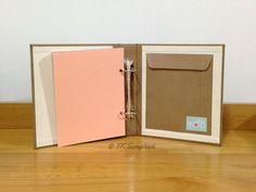 Álbum de fotos em scrapbook (bolso interno para mais recordações)