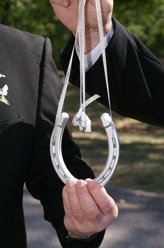 Lucky in Love ring bearer horseshoe instead of a pillow. Horseshoe Projects, Horseshoe Crafts, Horseshoe Art, Love My Best Friend, Lucky In Love, Celtic Wedding Rings, Irish Wedding, Love Ring, Ring Bearer