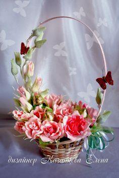 Gallery.ru / Фото #1 - корзинки - kazantceva Paper Flowers Craft, Crepe Paper Flowers, Flower Crafts, Diy Flowers, Fabric Flowers, Basket Flower Arrangements, Beautiful Flower Arrangements, Floral Arrangements, Chocolate Flowers Bouquet