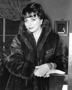 Joan Collins 8x10 Photo Manteau DE Fourrure Franc | eBay