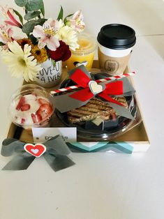 Breast Cancer Party, Brunch Decor, Chocolate Bouquet, Breakfast On The Go, Beautiful Morning, Gift Baskets, Lunch Box, Gift Wrapping, Birthday