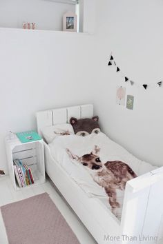 Montage: 25 Bedrooms with Patterned Bedding - StyleCarrot Girls Bedroom, Rooms Decoration, Scandinavian Kids Rooms, Ideas Dormitorios, Piece A Vivre, Kids Room Design, Fashion Room, Kid Spaces, Kids Decor