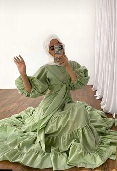 Classy Fashion Tips .Classy Fashion Tips Pakistani Fashion Casual, Muslim Fashion, 80s Fashion, Modest Fashion, Boho Fashion, Fashion Dresses, Fashion Tips, Fashion Hacks, College Fashion