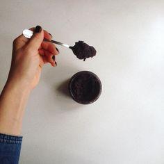 """118 Likes, 12 Comments - @sefertasimoda on Instagram: """"🍫Vegan şekersiz nutella: 15 hurma 1 su bardağı fındık 1 çay bardağı kakao Varsa 1 yemek kaşığı…"""""""