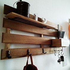 Entrance/DIY/セリア/すのこ壁掛け/ワトコ ミディアムウォルナット/男前インテリア目指してます♡のインテリア実例 - 2015-03-18 01:34:37 Wooden Shelves, Wall Shelves, Tablet Weaving, Good House, House Entrance, Wooden Diy, Rustic Wood, Interior Design Living Room, Diy Furniture