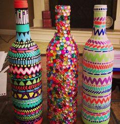 После Нового года у многих из нас остался целый склад различных бутылок из-под шампанского, вина, коньяка и др. Но не спешите собирать все это в огромный пакет и нести к мусорнику. Этим бутылкам можно подарить совершенно новую жизнь. Мы уже подыскали для вас несколько классных идей. Итак, берите бут
