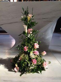 Gesteck vorm Altar oder Trauungstisch Trauer