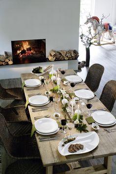 Stůl jemně odekorovaný větvemi - univerzální prostření - na jaře nahradíte větvičky trávou nebo čerstvými květy