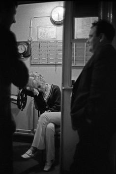 Dusty Springfield, exhausted after a night's show, waits for a taxi at the stage door, 1968 photo by Ian Berry Bernard Shaw Pygmalion, Call Dusty, The Stage Door, Dusty Springfield, Henley On Thames, Night Show, Joan Baez, 60s Music, City Scene