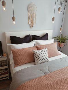 Decoração: 3 dicas arrumar a cama como de capa de revista! Room Ideas Bedroom, Home Decor Bedroom, Living Room Decor, Copper Bedroom Decor, Bedding Decor, Bedroom Colors, Bedroom Designs, Diy Bedroom, Entryway Decor