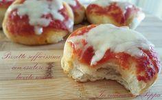 Le pizzette con esubero di pasta madre sono soffici e saporite; leggere e gustose, ideali da inserire in un buffet, ed in oltre si evitano sprechi...