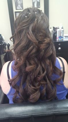 Hair styles for long hair - loose curls